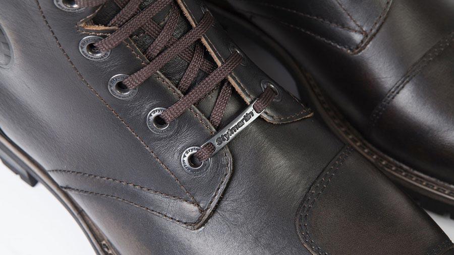 Chaussures moto vintage homologuées CE, cuir marron.
